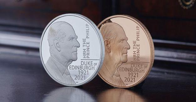 Общество: В Британии выпустили две монеты в память о принце Филиппе (фото)