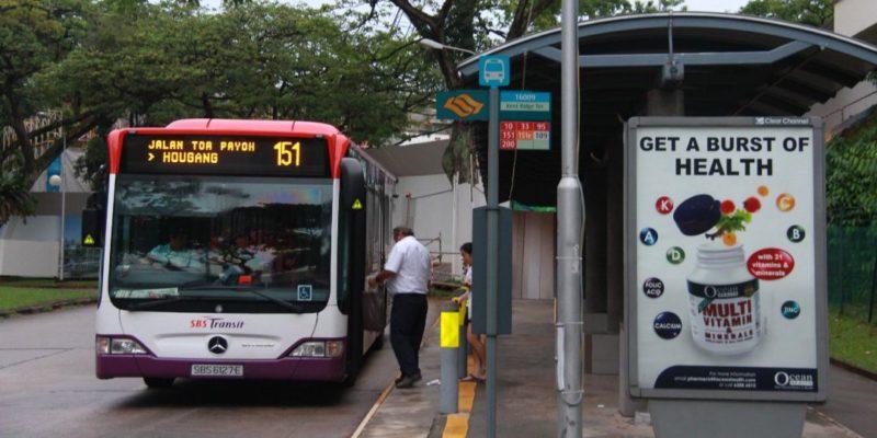 """Общество: В Великобритании на автобусной остановке нашли документы с секретными данными о провокации """"Дефендера"""""""