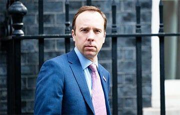 Общество: Глава минздрава Британии подал в отставку из-за нарушения правил социального дистанцирования