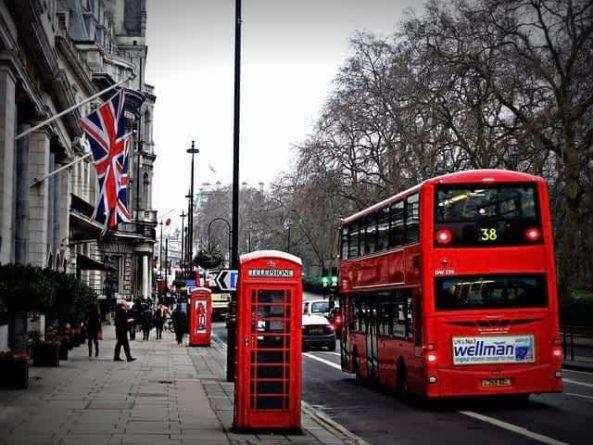 Общество: В Британии на остановке общественного транспорта нашли секретные документы и мира