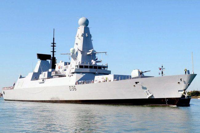 Общество: Секретные документы по эсминцу Defender забыли в Британии на остановке