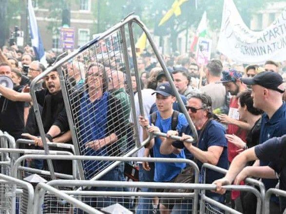 """Общество: """"Антикарантинные"""" протесты в Лондоне: полиция арестовала демонстрантов"""