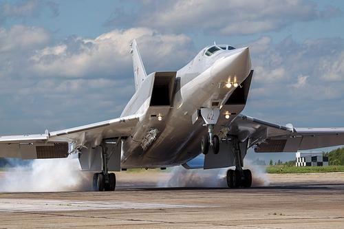 Общество: Издание iNews: Великобритания опасается за свой авианосец HMS Queen Elizabeth из-за переброски российских Ту-22М3 в Сирию