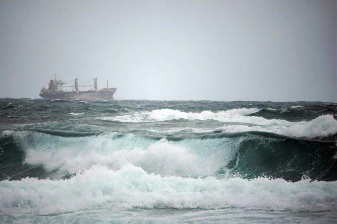 Общество: Возле островов Великобритании обнаружен корабль-призрак с 20 телами на борту