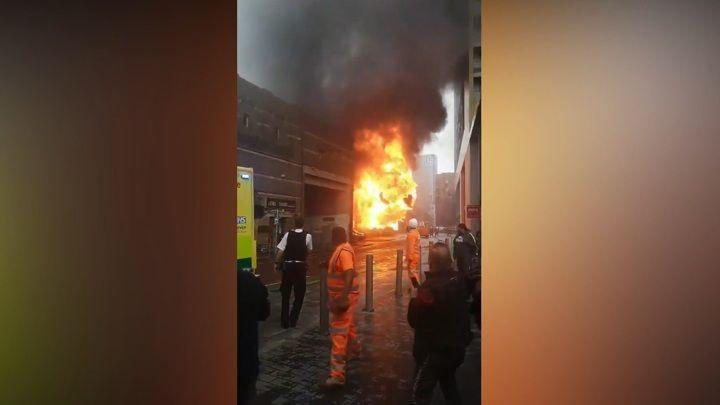 Общество: Видео из Сети. Взрыв прогремел рядом со станцией на юго-востоке Лондона