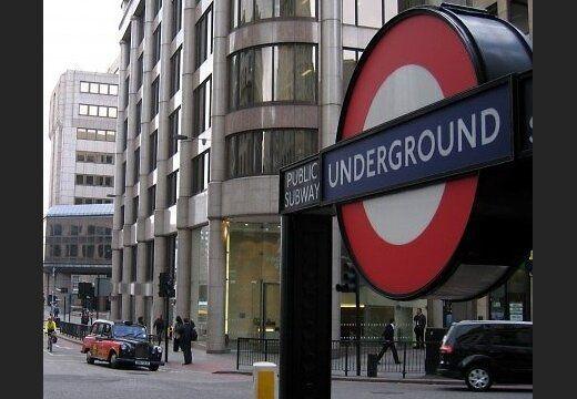 Общество: В метро Лондона прогремел сильный взрыв: начался пожар