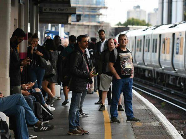 Общество: В центре Лондона прогремел взрыв. Из близлежащих зданий эвакуировали людей