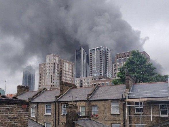 Общество: Взрыв на станции метро в Лондоне: загорелось шесть авто и телефонная будка, пострадали два человека