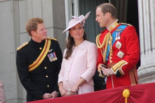Общество: В Великобритании разочаровались в возможности примирения принцев Уильяма и Гарри