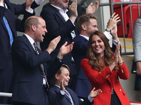 Общество: Принц Уильям эмоционально болел за сборную Англии с Кейт Миддлтон: вскочил и выкрикнул