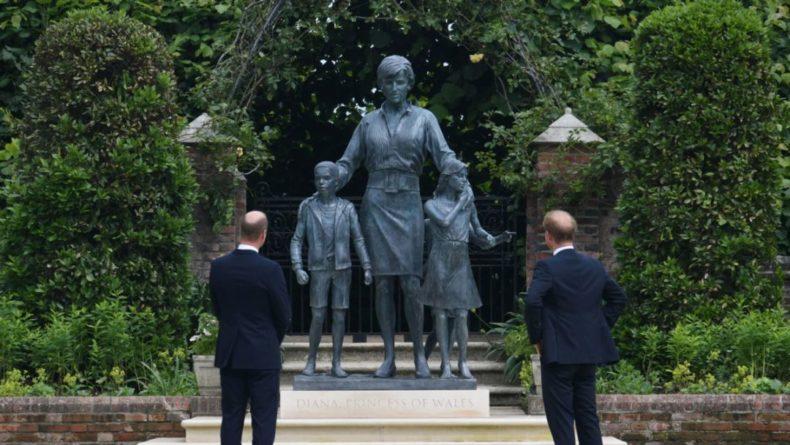 Общество: Принцы Уильям и Гарри открыли в Лондоне памятник принцессе Диане
