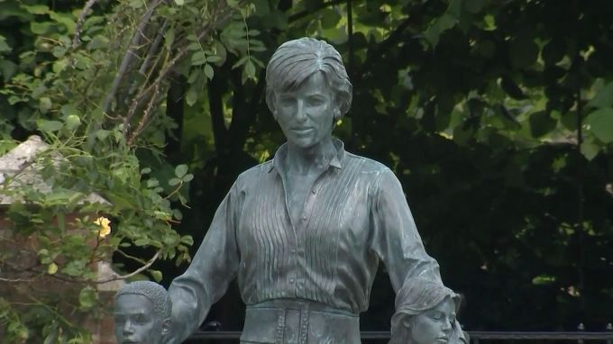 Общество: В саду Кенсингтонского дворца в Лондоне открыли статую принцессы Дианы