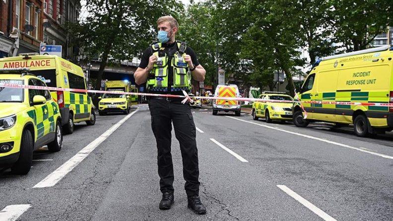 Общество: Неизвестный напал с ножом на мужчину в центре Лондона