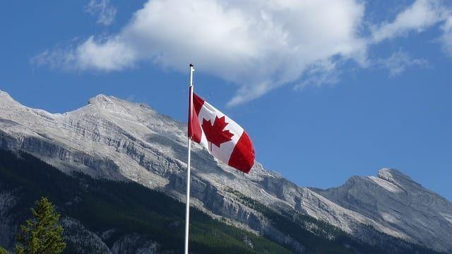 Общество: Жители Канады решили избавиться от памятников королевам Великобритании и мира