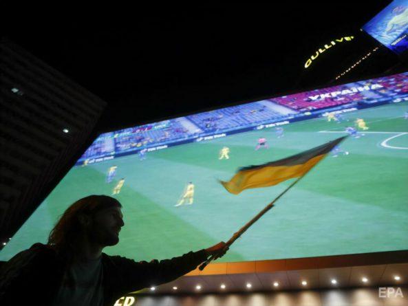 Общество: Матч Украины с Англией будут транслировать на железнодорожном вокзале в Киеве
