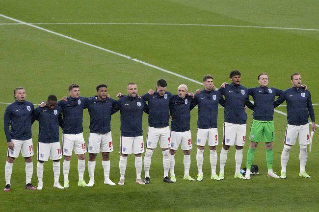 Общество: Футбольные сборные Украины и Англии пригласили в Крым