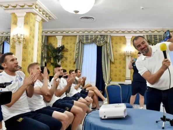 """Общество: """"Родителям футбола"""" есть чему поучиться у детей"""". Зеленский призвал сборную Украины думать лишь о победе над Англией на Евро 2020"""