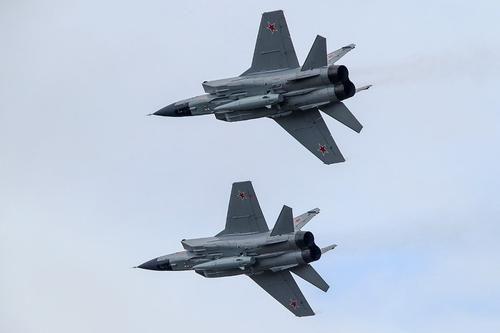 Общество: Сайт Avia.pro: истребители США и Британии пытались помешать учениям российских МиГ-31К с «Кинжалами» над Средиземным морем