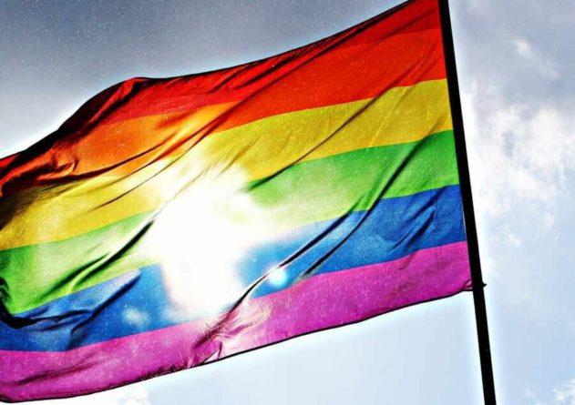 Общество: В ОАЕ возмутились ЛГБТ-флагами на посольствах США и Британии