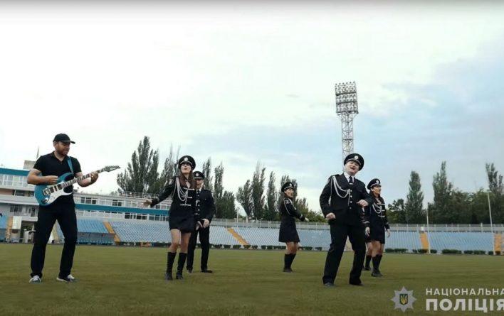 Общество: Полиция Николаева записала клип перед матчем Украина — Англия: «Мяч православный, не лети в наши ворота, побойся Бога»