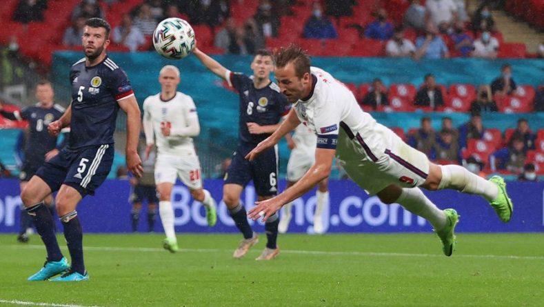 Общество: Англия стала первой командой, забившей три мяча головой в одном матче Евро
