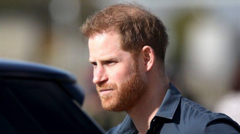 Общество: Почему принц Гарри продолжает «враждовать» с Уильямом после визита в Лондон?