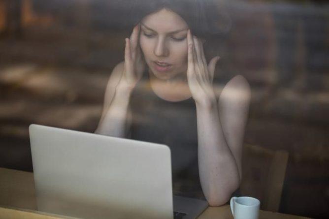 Общество: Специалисты из Великобритании рассказали, как распознать один из основных симптомов COVID-19 и мира