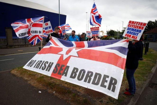 Общество: Брюссель пригрозил Лондону судом за продолжение нарушений соглашения по Brexit