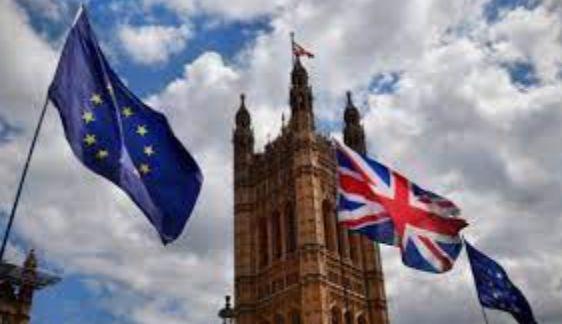 Общество: ЕС грозит Великобритании судом в случае продолжения нарушения соглашения по Brexit