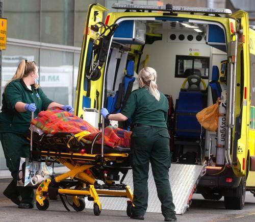 Общество: В Великобритании за сутки выявлено более 32 тысяч новых случаев заражения COVID-19, скончались 33 человека