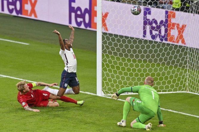 Общество: Англия стала вторым финалистом ЕВРО-2020 обыграв Данию