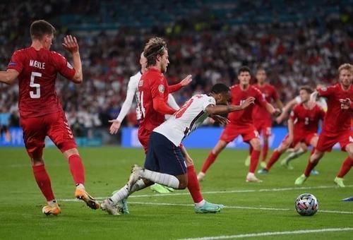 Общество: Англия в финале: заслуженно побеждает Данию 2:1