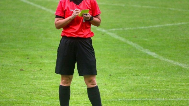 Общество: Футбольный тренер Венгер оценил судейство в матче Англия — Дания