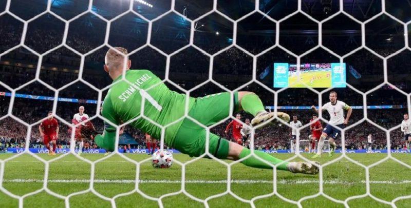 Общество: Англия благодаря спорному пенальти впервые вышла в финал Евро (видео)