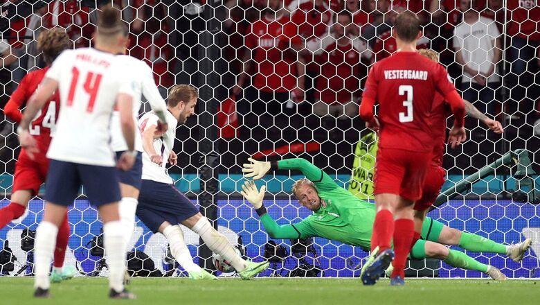 Общество: УЕФА начал расследование из-за пенальти в матче Англии и Дании