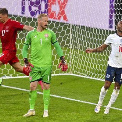 Общество: УЕФА начал дисциплинарное разбирательство по итогам полуфинала Евро Англия – Дания