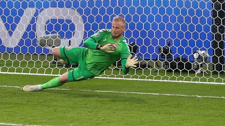 Общество: УЕФА может наказать Англию за использование лазерной указки фанатами в матче Евро с Данией