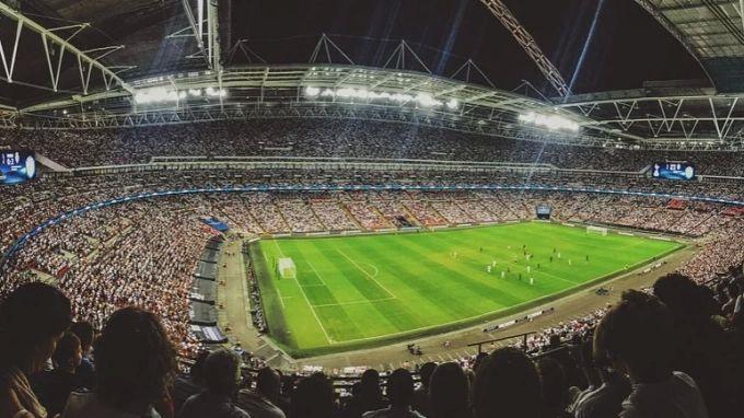 Общество: УЕФА открыл три дела против Англии за поведение болельщиков на матче с Данией