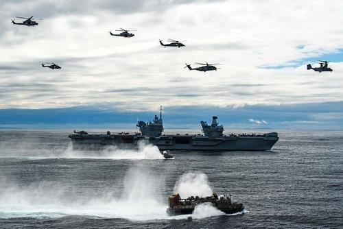 Общество: Daily Telegraph: российская субмарина следила за авианосной ударной группой Великобритании в Средиземноморье