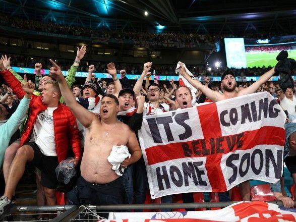 Общество: Евро 2020: УЕФА оштрафовал Футбольную ассоциацию Англии на 30 тысяч евро из-за поведения болельщиков на матче с Данией