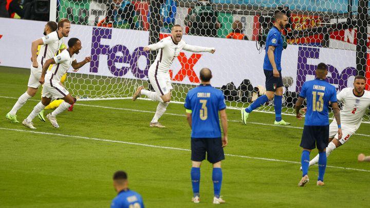 Общество: Италия – Англия. Люк Шоу открыл счет в матче на второй минуте