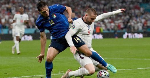 Общество: Финал Евро-2020. Англия выигрывает у Италии после первого тайма благодаря голу Шоу