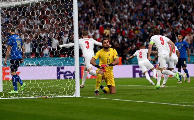 Общество: Финал Евро-2020: Англия повела в счете после красивого гола Шоу