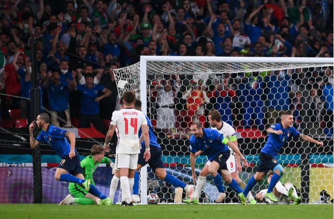 Общество: Италия забила Англии в финале Евро