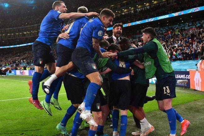 Общество: Италия сравняла счет в финале Евро-2020 против Англии