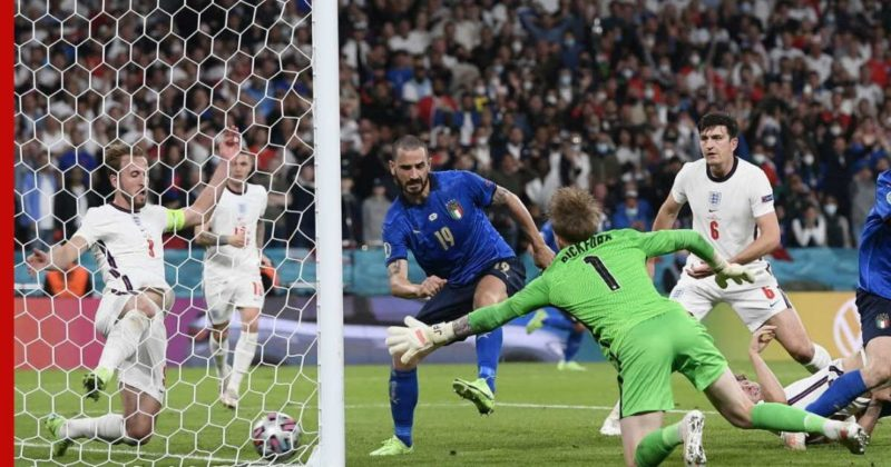 Общество: Италия стала чемпионом Европы по футболу, победив Англию в серии пенальти