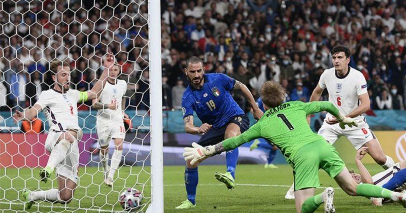 Общество: Сборная Италии выиграла Евро-2020, по пенальти обыграв Англию