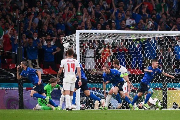 Общество: Сборная Италии по футболу стала чемпионом Европы, обыграв в финале Англию