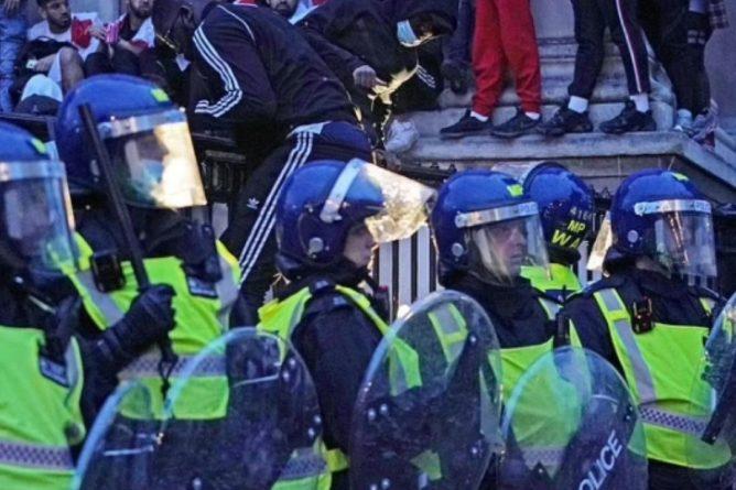 Общество: Лондон охватили беспорядки после поражения сборной Англии в финале Евро-2020