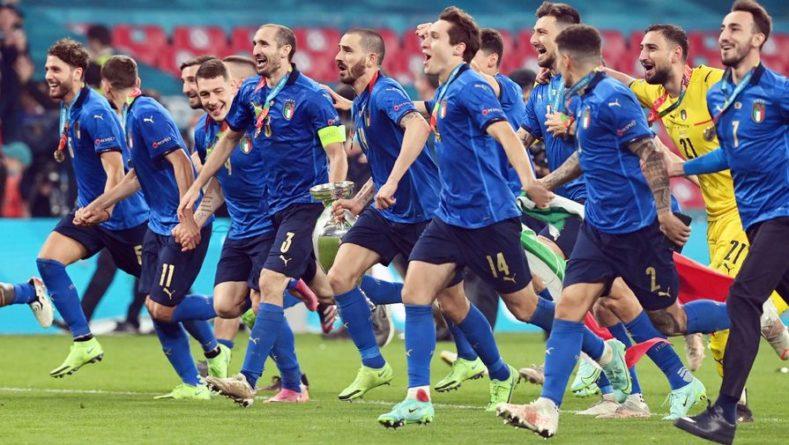 Общество: Тренер сборной Англии Саутгейт взял на себя вину за поражение в финале Евро